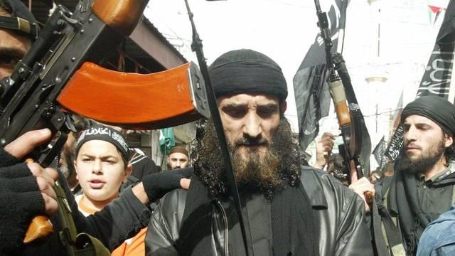 Ein undatiertes Foto zeigt den Terroristenanführer Ghandi al-Sahmarani (Mitte)
