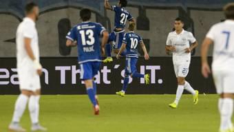 Luzerns Dario Lezcano (Nummer 21) jubelt  nach seinem ersten Penaltytreffer