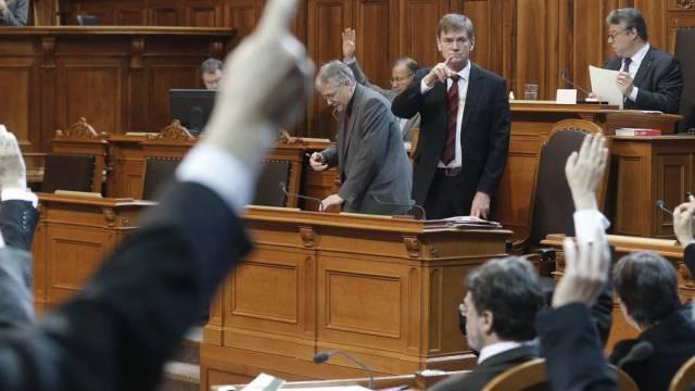 Pankraz Freitag zählt die Stimmen bei einer Abstimmung im Ständerat
