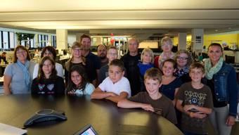 Die Gäste aus Reinach bei ihrem Besuch im Newsroom.