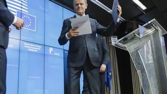 EU-Ratspräsident Donald Tusk will nach eigenen Angaben mindestens die Hälfte der neuen Top-Positionen in der EU mit Frauen besetzen. Für diesen Plan habe es eine Mehrheit bei den Beratungen der EU-Staats- und Regierungschefs gegeben, sagte Tusk am Dienstagabend nach Ende des EU-Gipfels in Brüssel.