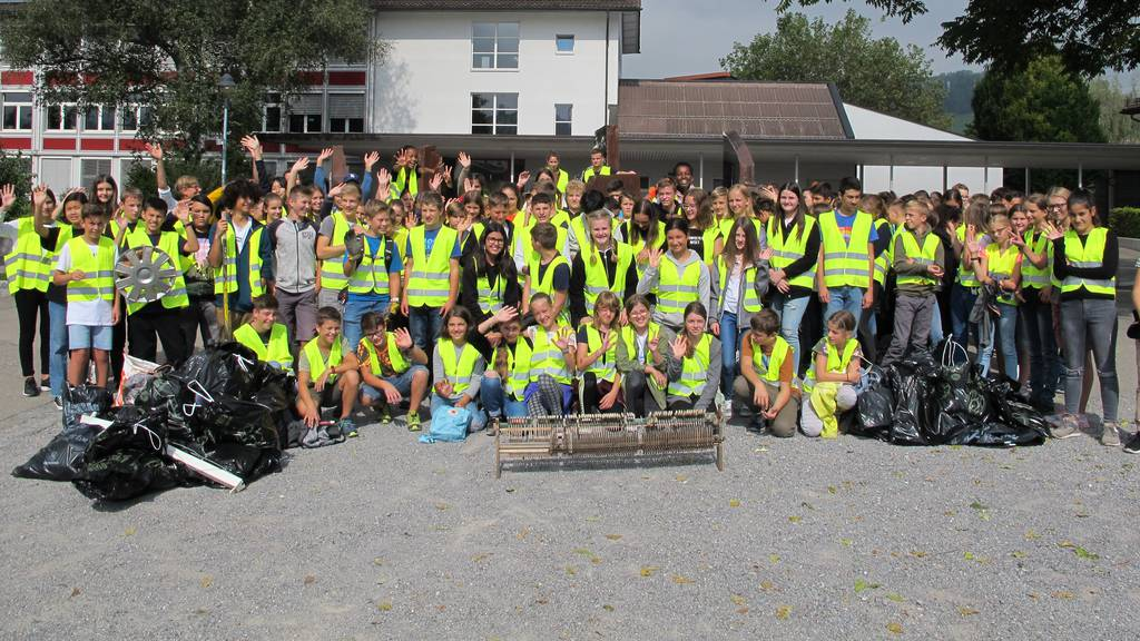 Klasse findet Klavier bei «Clean-up-Day»