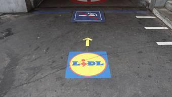 Seit gestern sind die Bodenkleber von Lidl weg.