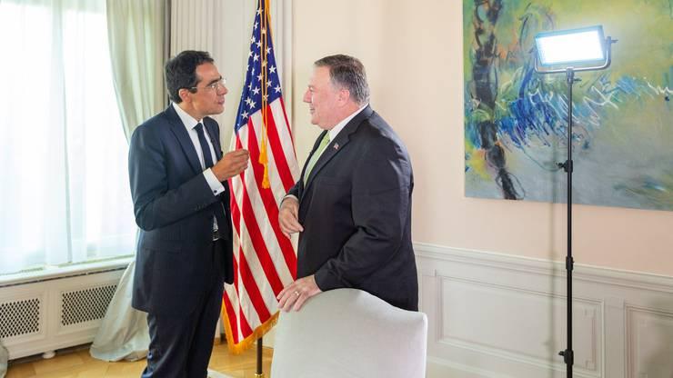 Darius Rochebin (links) beim Interview diesen Sommer mit US-Aussenminister Mike Pompeo.