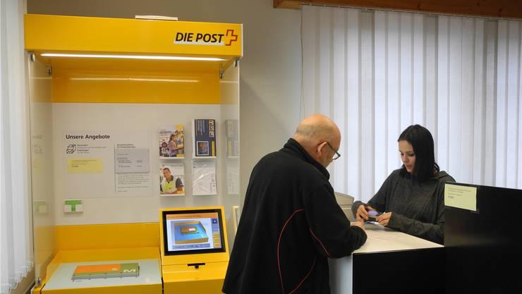 Die Colfina Finanz/Treuhand AG hat in der Postagentur einen kleinen Schalter für Postgeschäfte eingerichtet, der von den Kunden rege genutzt wird.