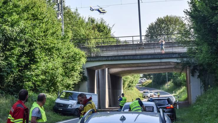 Der 34-Jährige wird mit dem Helikopter ins Spital geflogen.