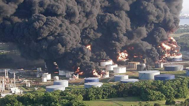 14 Treibstofftanks in Brand geraten