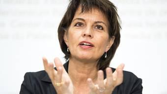 Bundespräsidentin und Energieministerin Doris Leuthard hat erklärt, weshalb der Bundesrat die Obergrenze für die Wasserzinsen senken will. Für die Berggebiete wäre das mit Einnahmeausfällen verbunden.