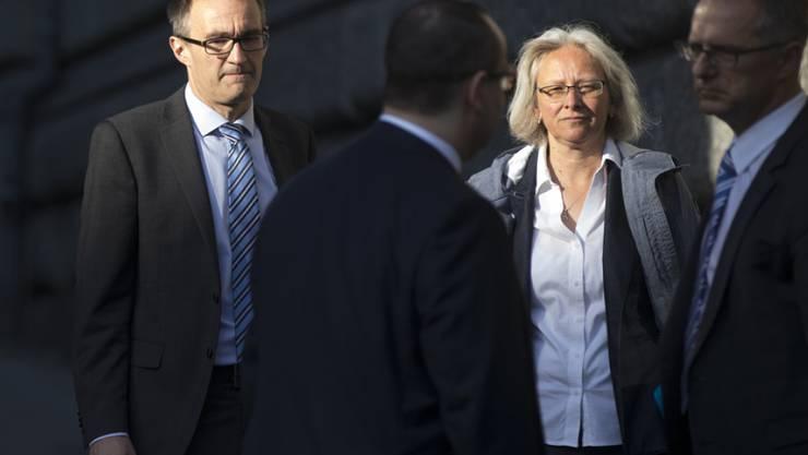 Vor Gericht wegen des Messerstecher-Inserats von 2011: SVP-Generalsekretär Baltisser und seine Stellvertreterin Bär. (Archivbild)