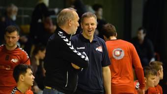 Trainer Marco Kurth (rechts) im Gespräch mit dem Assistenten Zlatko Portner. Handball TV Solothurn