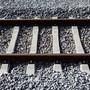 Wieso sich der Mann auf den Gleisen befand, ist noch Gegenstand von Ermittlungen. (Symbolbild)