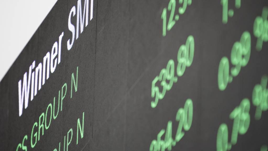 An der Schweizer Börse erholten sich die Aktienkurse am Dienstagmorgen wieder, nachdem der Montag sehr stürmisch verlief und mit grossen Verlusten geendet hatte. (Archivbild)