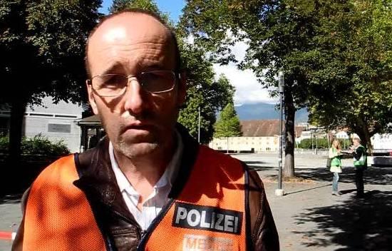 KAPO-Mediensprecher Bruno Gribi vor Ort über das Vorgehen bei einer Bombendrohung