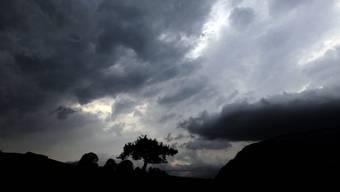 Heute Donnerstag ist in vielen Gebieten der Schweiz mit Schauern und Gewittern zu rechnen. (Symbolbild)