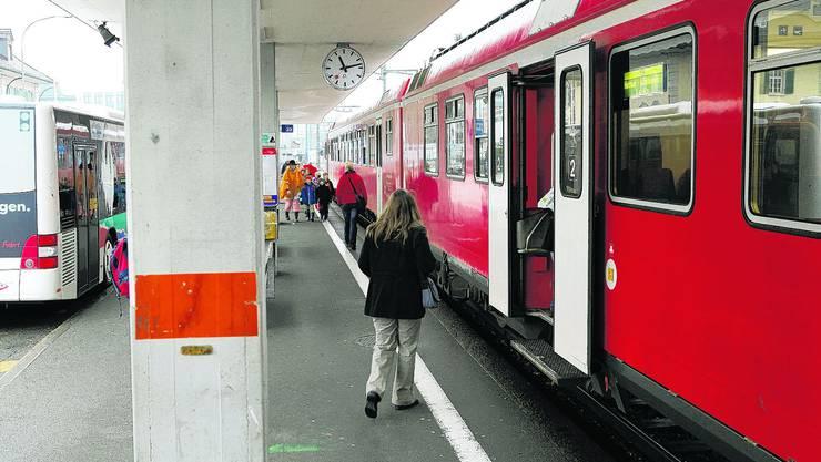 Ab Sonntag stündlich: Im Bahnhof Langenthal fährt der Zug Richtung Huttwil bald häufiger ab. (Hanspeter Bärtschi)