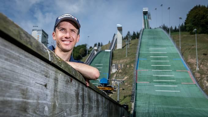 Simon Ammann vor der Schanze in Einsiedeln:  «Ich habe den Gedanken einer Kandidatur lange mit mir herumgetragen.»