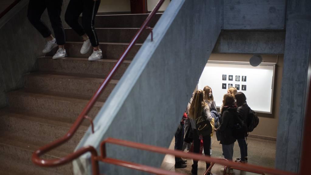 In den Glarner Schulen der Sekundarstufe II gilt seit dem 29. Oktober eine Maskenpflicht.