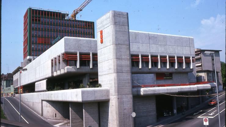 Im Jahr 1976 befand sich das Hochhaus beim Neumarkt I noch im Bau. Es wurde knapp anderthalb Jahre nach der Eröffnung des Migros-Multi-Markts fertiggestellt. Fotos: zvg