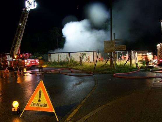 Feuerwehr löscht Brände in Landquart (Bildquelle: Polizei Graubünden)