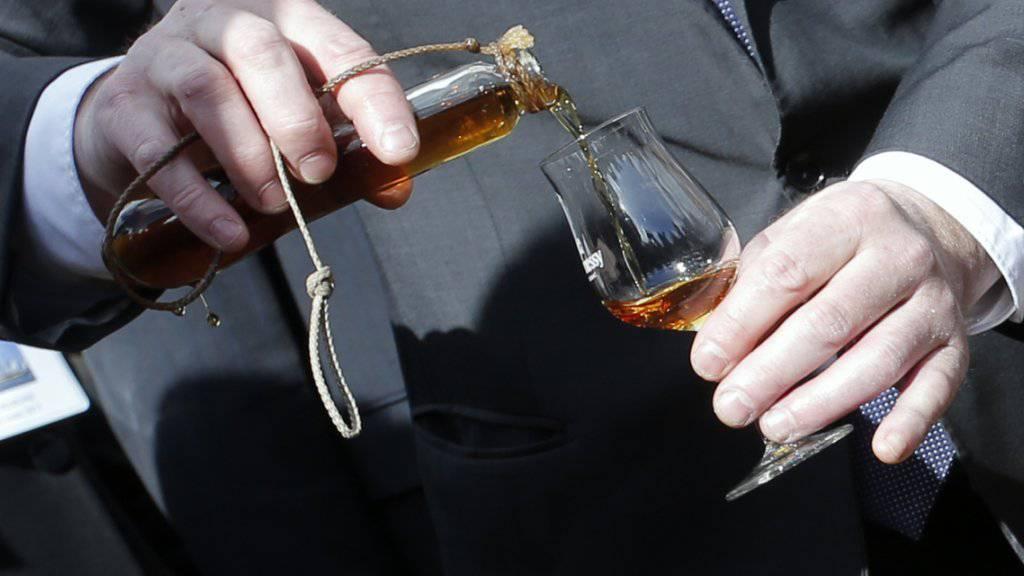 Der Durst der Chinesen nach teuren Cognacs hat dem französischen Spirituosenhersteller Rémy Cointreau ein überraschend starkes Gewinnwachstum beschert. (Symbolbild)