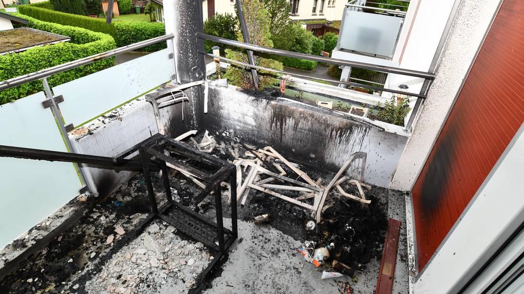 Balkonbrand wegen nicht gelöschtem Zigistummel