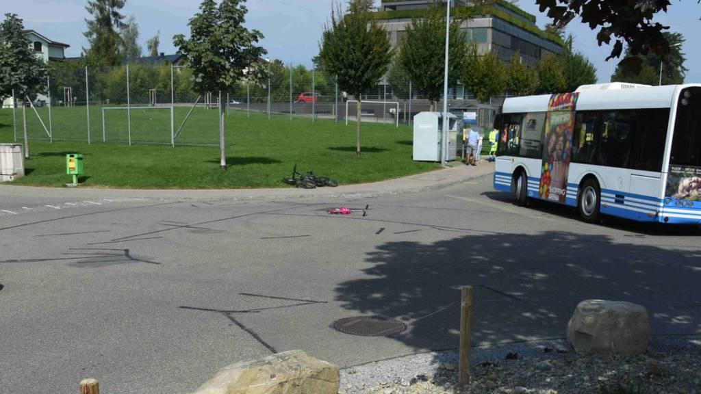 Kickboard kollidiert mit Auto – Mädchen verletzt