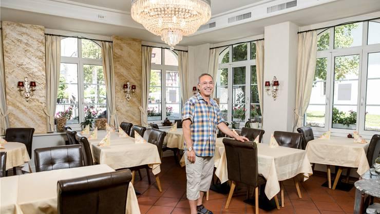 Von Wettingen und der Klosterhalbinsel begeistert: Mustafa Sarikus ist im «Klosterstübli» sowohl Koch als auch Gastgeber.