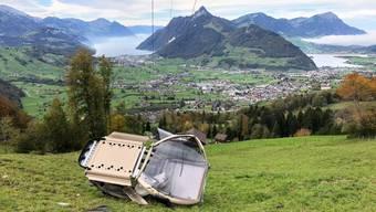 Die abgestürzte Gondel der Rotenfluebahn, die von Rickenbach ob Schwyz auf die Rotenflue in der Mythenregion führt.