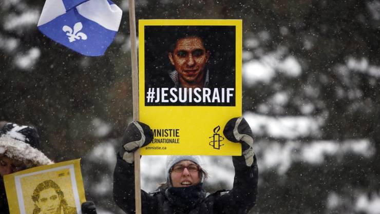 Protest für den saudischen Blogger Badawi in Kanada: Der wegen Gotteslästerung verurteilte Badawi ist laut seiner Ehefrau in einen Hungerstreik getreten. (Archivbild)
