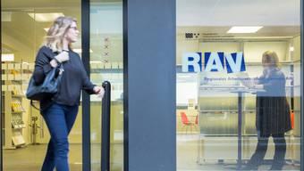 Derzeit werden zusätzliche RAV-Personalberaterinnen und -berater rekrutiert. (Symbolbild)