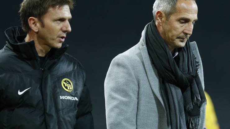 Adi Hütter (links Assistent Gämperle) wird nachdenklich