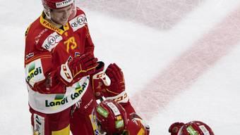 Vorerst kein Grund zum Jubeln: Biels Mike Künzle (li.) wurde vorsorglich für das Meisterschaftsspiel am Dienstag in Rapperswil-Jona gesperrt