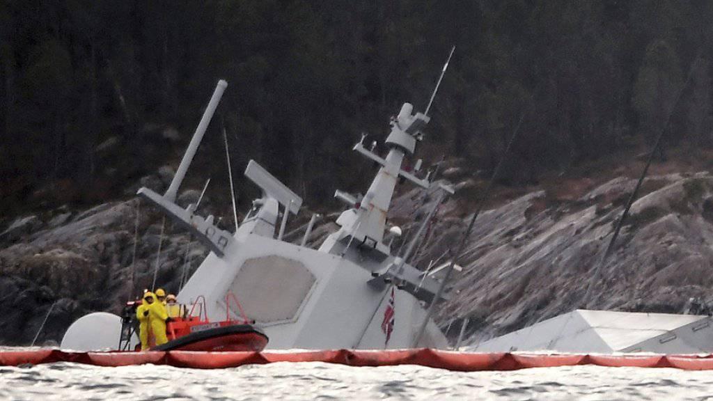 Am Dienstagmorgen ragten nur noch der Radarturm und Teile des Hecks der «Helge Ingstad» aus dem Wasser.