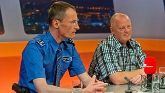 Polizeikommandant Leupold verteidigt den Einsatz, rechts Leo Locher, Sicherheitschef des FC Aarau.