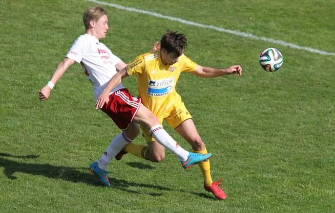 1:0-Skorer David Studer (links) gegen Pascal Stump.