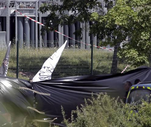 Der Attentäter in Frankreich soll Fahnen, mit islamistischen Schriftzügen mit sich getragen haben.