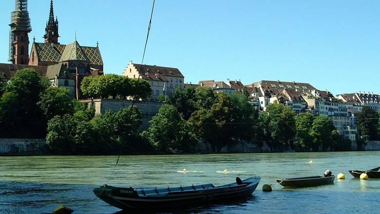 Vom Münster bis zur Mittleren Brücke soll es einen Rheinuferweg geben. (Archivbild)