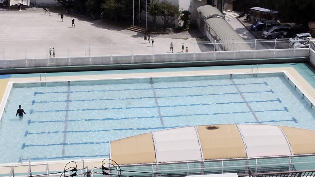 Video still «Swimming Pool» von Manor-Preisträger Sebastian Stadler, zu sehen in der Ausstellung «Pictures, I think» im Kunstmuseum St. Gallen.