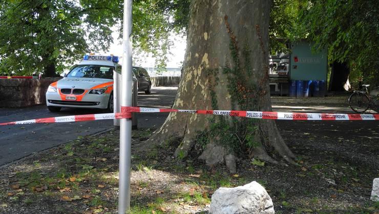 Die Kantonspolizei bewacht die Absperrungen