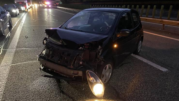 Die beiden involvierten Fahrzeuge wurden massiv beschädigt und mussten durch ein Abschleppunternehmen geborgen und abtransportiert werden.