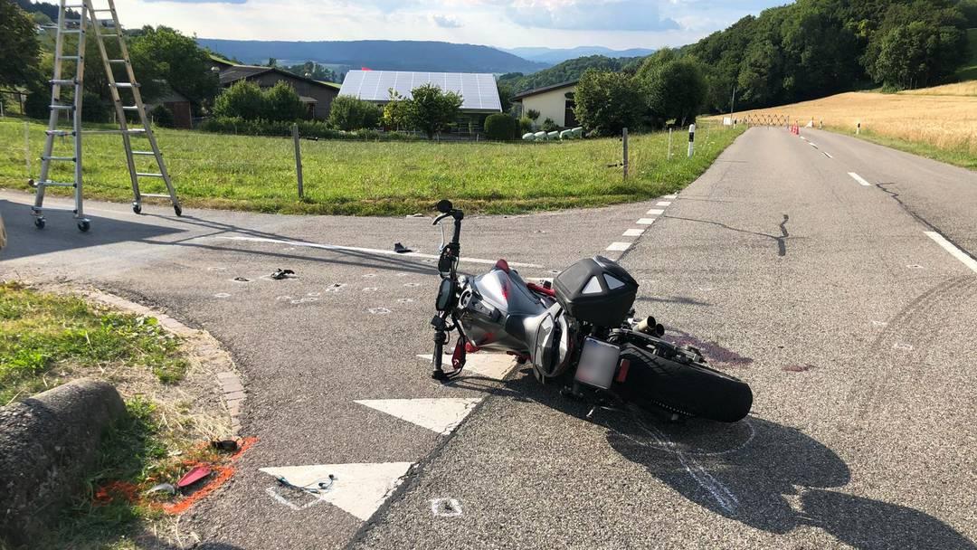 22-jähriger Töfffahrer bei Überholmanöver auf Benkerjoch schwer verletzt