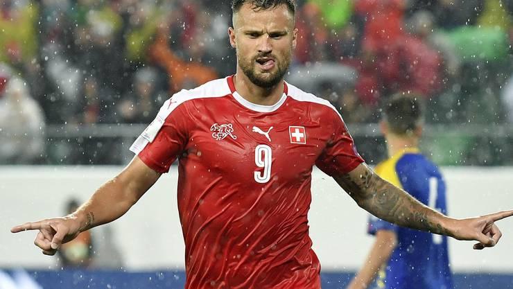 Seferovic darf seinen ersten Treffer bejubeln...