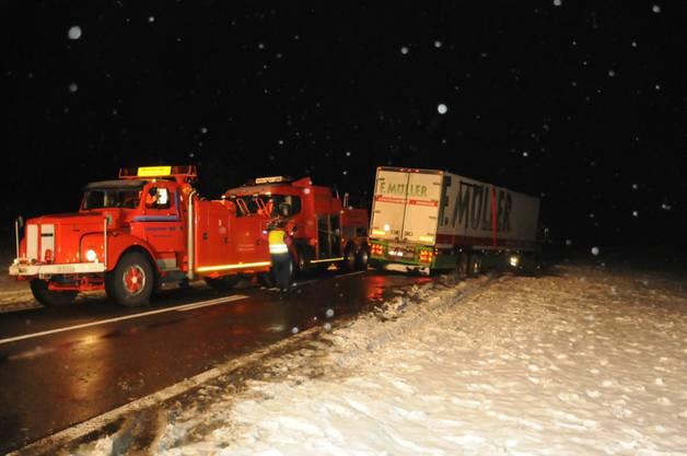 Lastwagenunfall auf der rechten Hallwilerseeseite