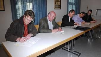 Von links: Frank Reinhardt (Gemeindeschreiber Baldingen und Böbikon), Konrad Werder (Ammann Böbikon), Thomas Knecht (Ammann Baldingen), Anton Barth (Ammann Rekingen) und Martin Hitz (Gemeindeschreiber Rekingen)