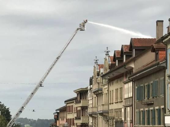 Romont FR, 7. September: Bei einem Dachstockbrand in der Altstadt ist eine Person ums Leben gekommen. Sie war am Samstagvormittag noch nicht formell identifiziert.