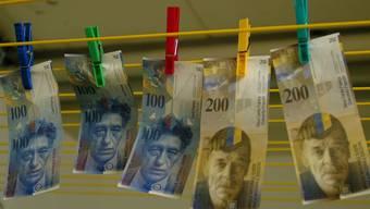 Bei Geldfälschern besonders beliebt: Hunderter- und Zweihunderternoten.WAL/AZ-Archiv