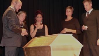 Die drei Schwestern Teresa, Catherine und Anna müssen sich von ihrer Mutter verabschieden. Das weckt ganz unterschiedliche Erinnerungen. Ingrid Arndt
