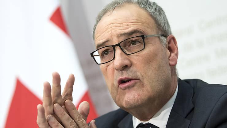 Verteidigungsminister Guy Parmelin präsentierte am Mittwochabend die Pläne des Bundesrats für die Luftabwehr: Für acht Milliarden Franken sollen Kampfjets und Raketen eingekauft werden.