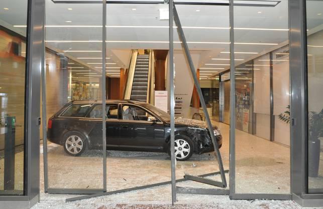 Das Auto haben die Täter nach ihrem misslungen Einbruch stehen gelassen.