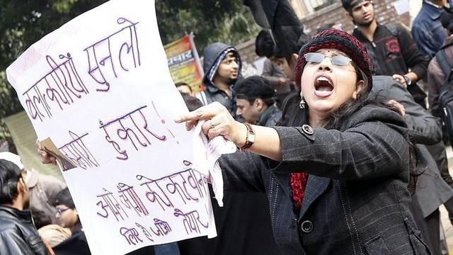 In Indien protestieren die Menschen für Gerechtigkeit für das Vergewaltigungsopfer (Archiv)